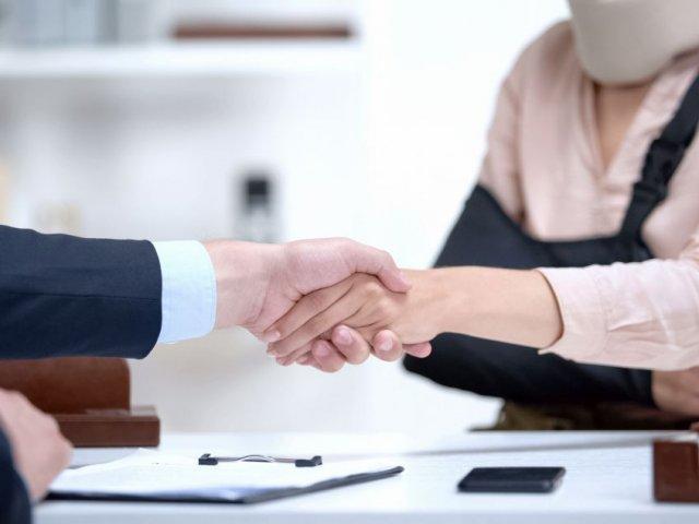 Ile bierze adwokat za sprawę o odszkodowanie?
